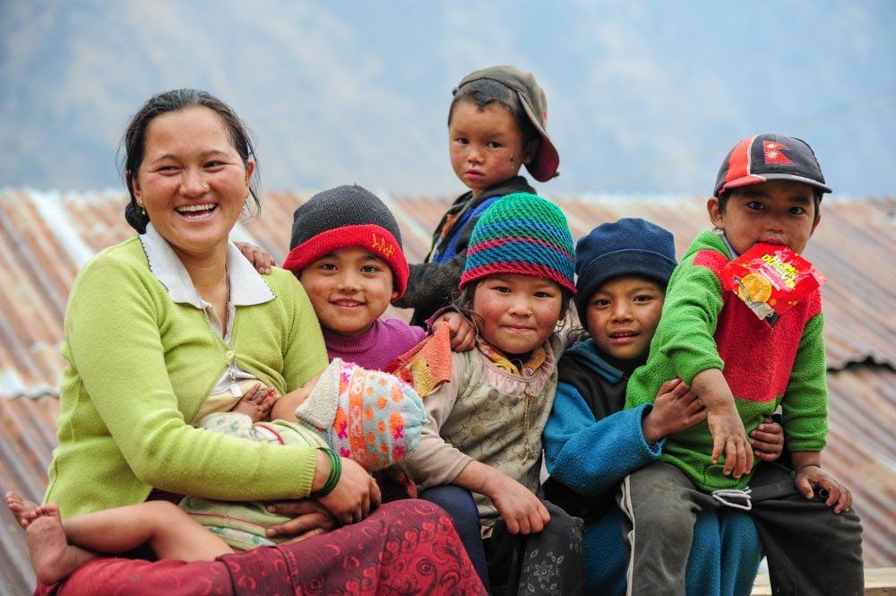 Laprak woman and kids