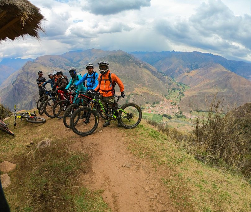 Trailhead above the Sacred Valley