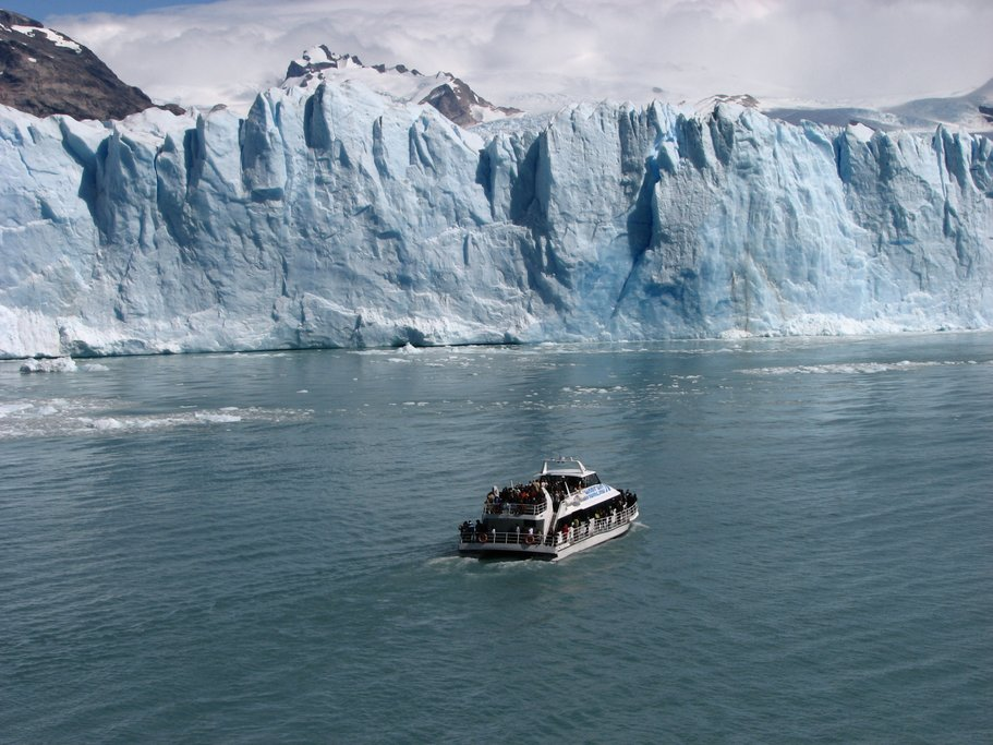 Cruising to Perito Moreno Glacier