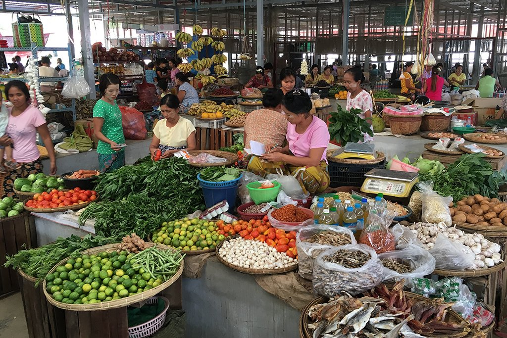 Local market in New Bagan