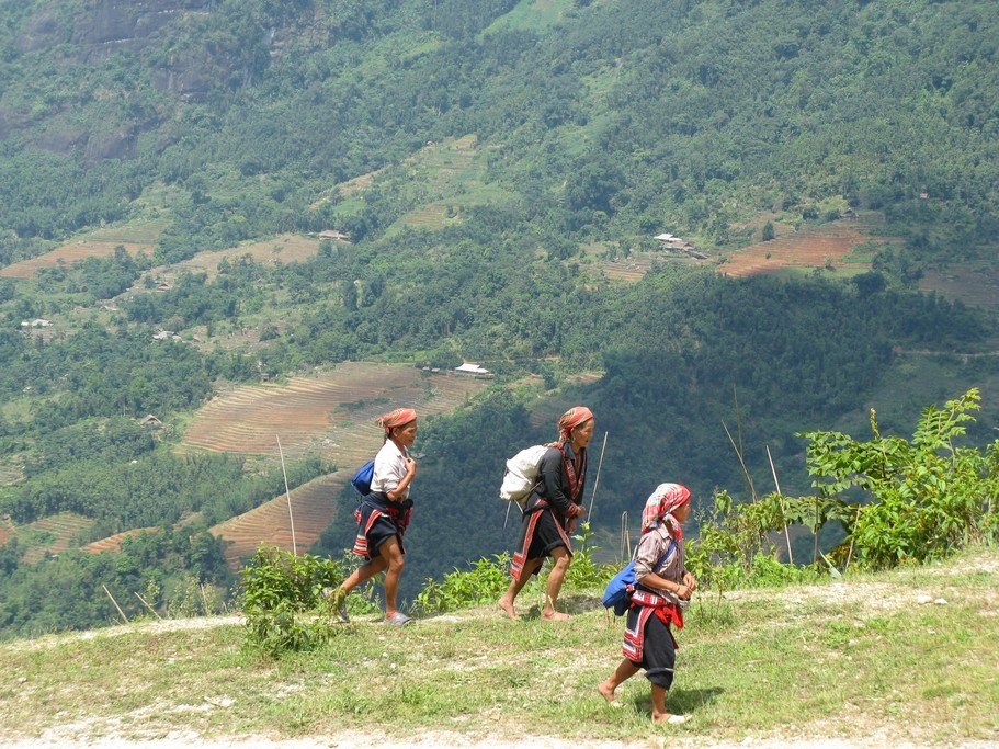 Vietnam's hill ethnic groups wear traditional dress