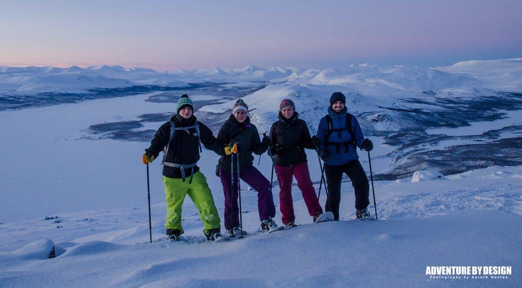 Snowshoeing aboveKilpisjärvi