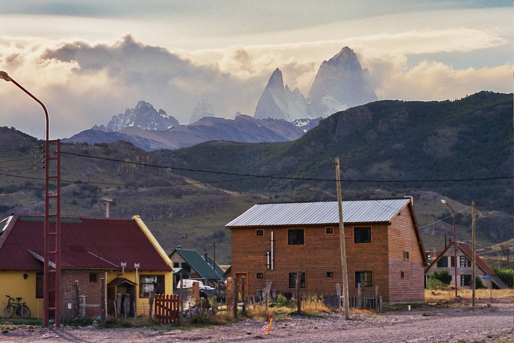 Houses in El Chalten with stunning mountain scenery in the background.