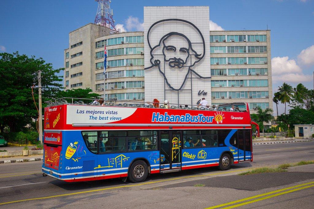 HabanaBusTour in Plaza de la Revolución