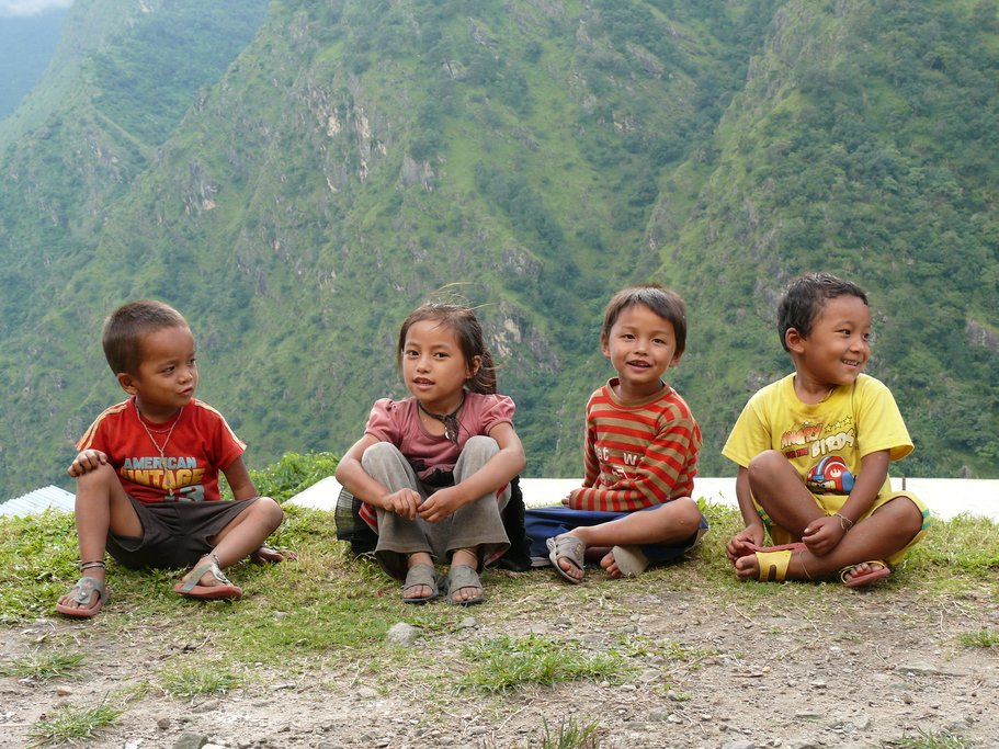 Meeting local children on the Annapurna trail