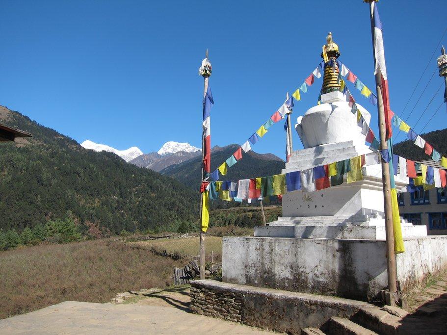 Buddhist chorten on the trail below Chiwong Gompa
