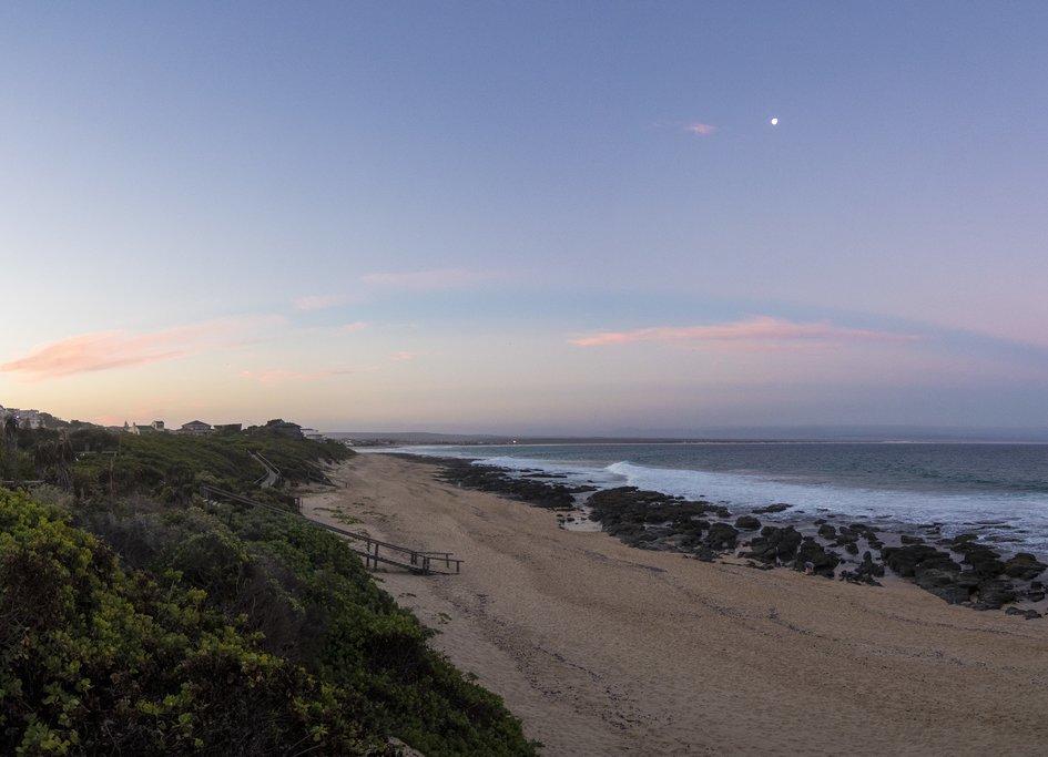 Sunrise on the beach atKnysna