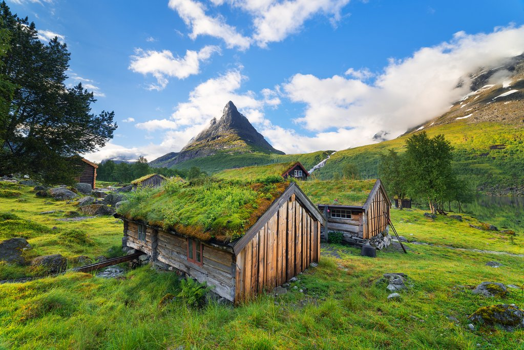 Look for moss-covered wooden houses along the route.