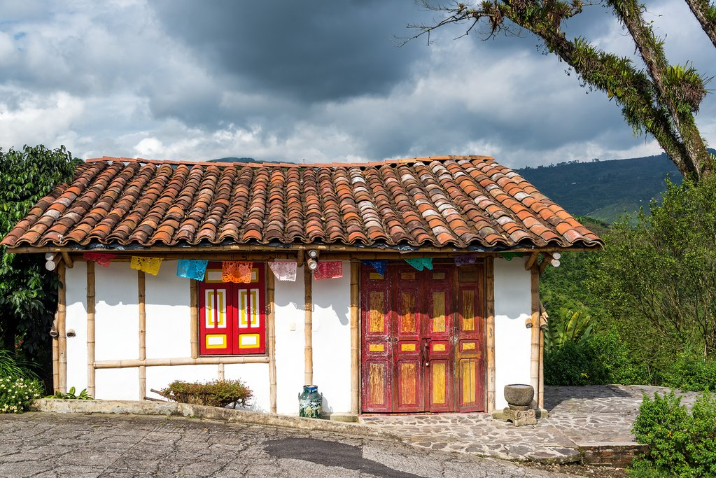 Small colonial-style house, typical of the coffee region