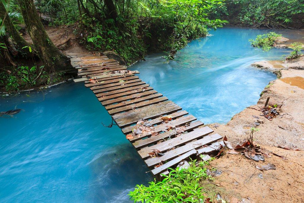A bridge over the Río Celeste