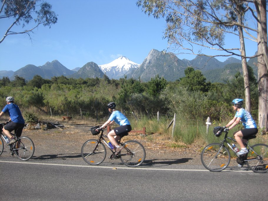 Cycling to the village of Mapuche