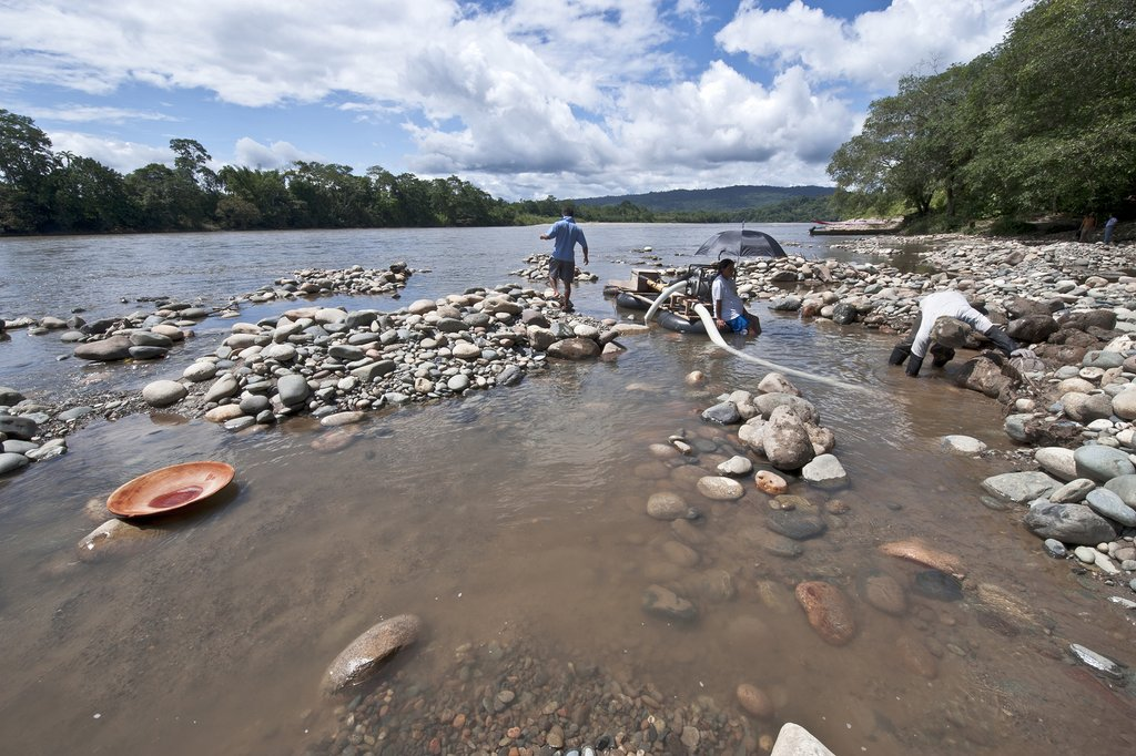 Panning for gold on the Rio Napo