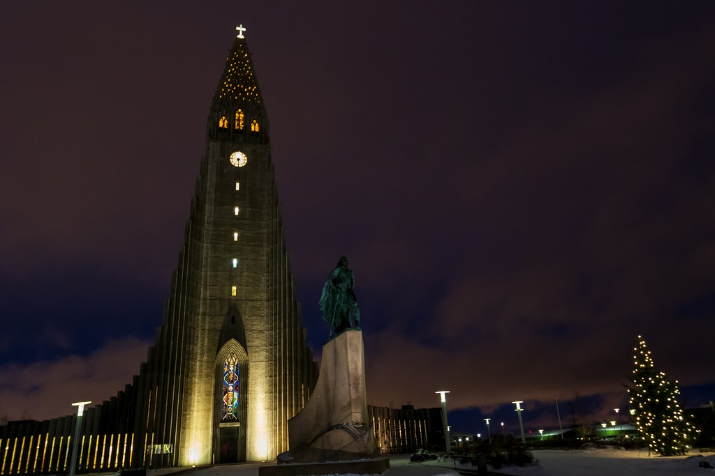 Night view of Skolavordustigur street leading to the Hallgrimskirkja Church.