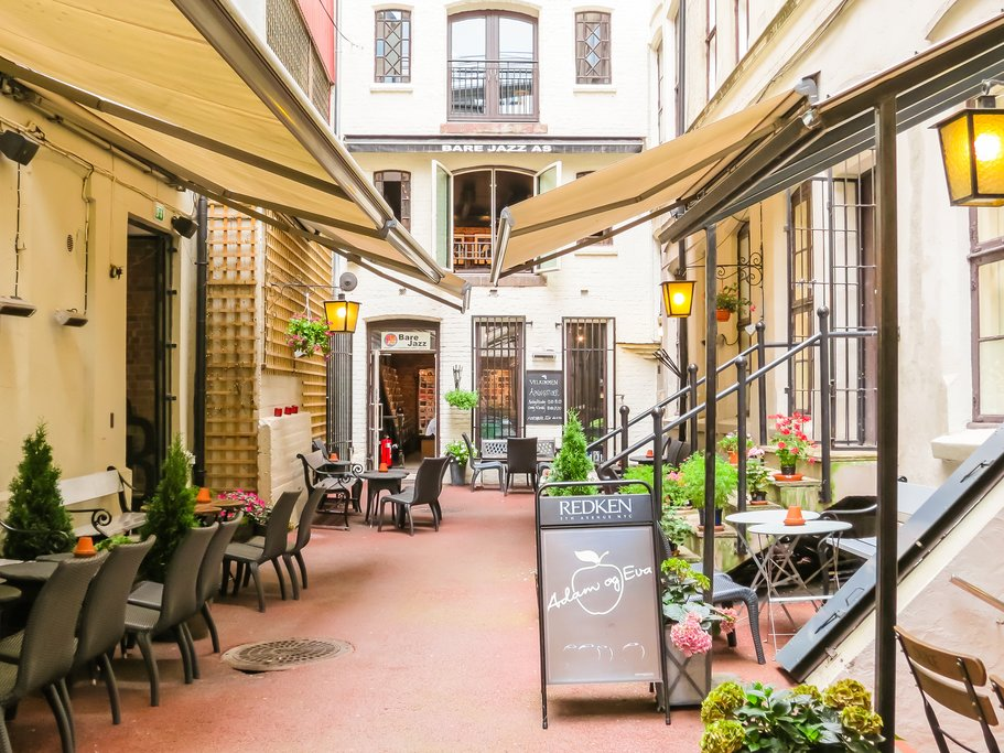 Charming alleyways and outdoor cafés