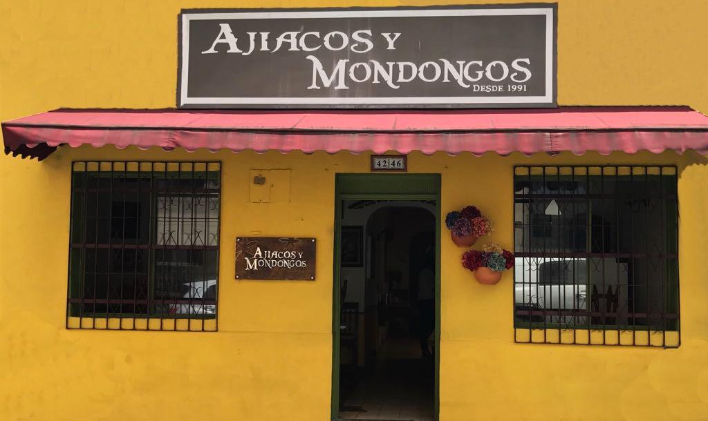 Ajiacos y Mondongos fachada