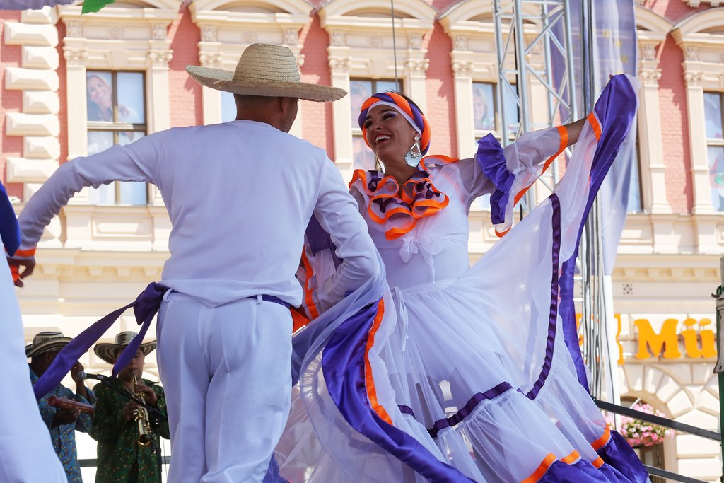 Colombia Folk dancing