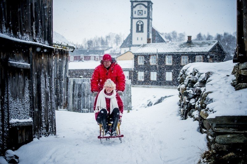 Sledding in Røros: a fun way to get around in this winter wonderland.