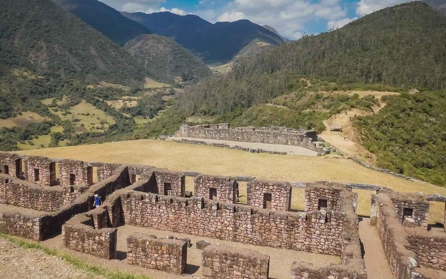 Historic sites built by the Inca can be explored at Huancacalle.