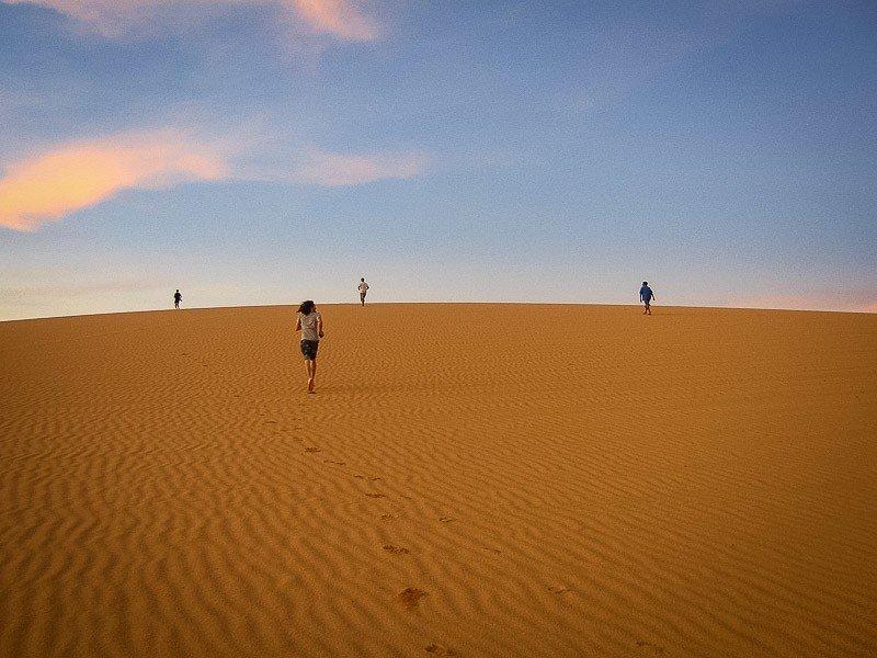 Running on sand dunes
