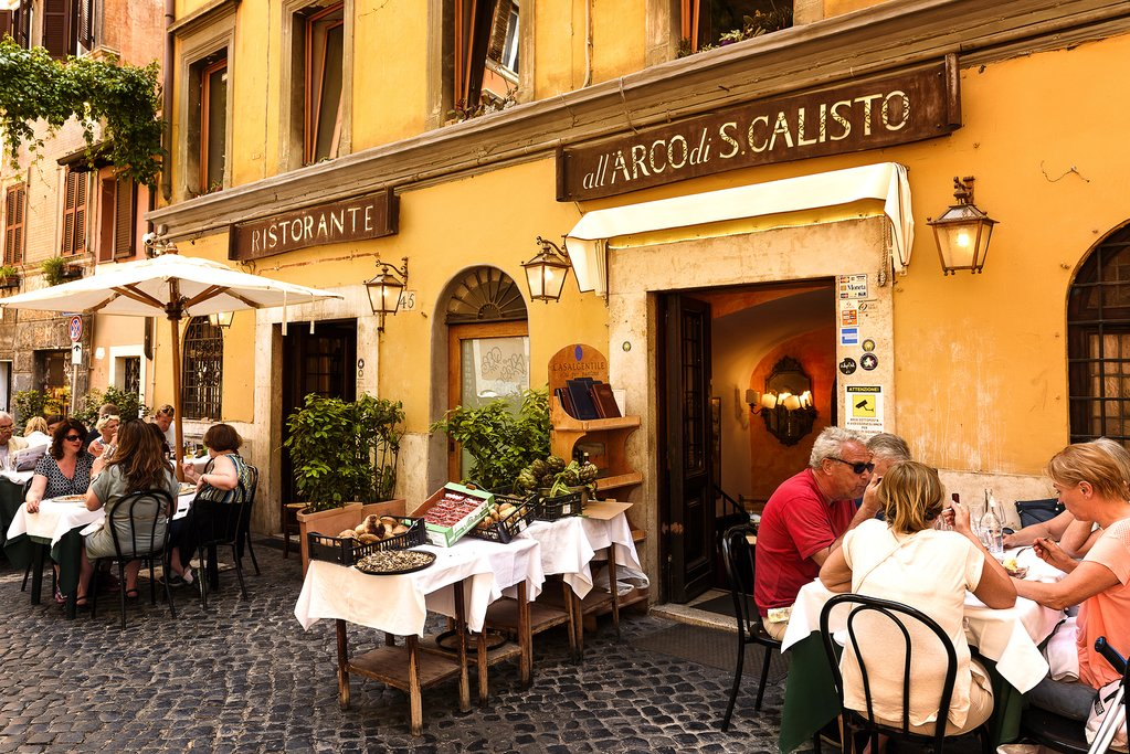 outdoor restaurant in Trastevere district