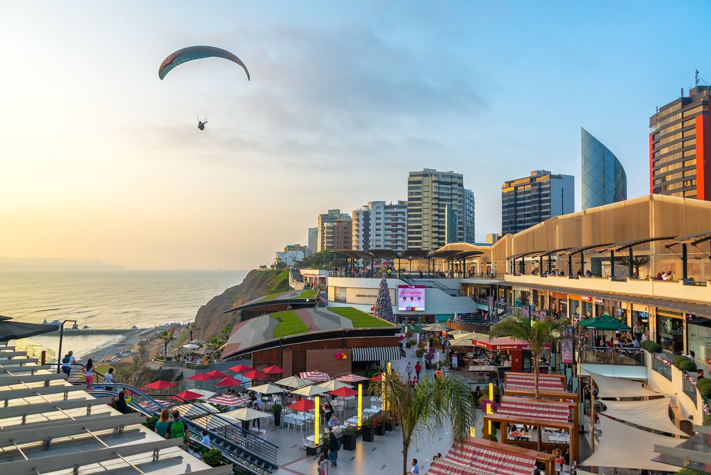 Paragliding over Larcomar, a fancy clifftop mall in Miraflores