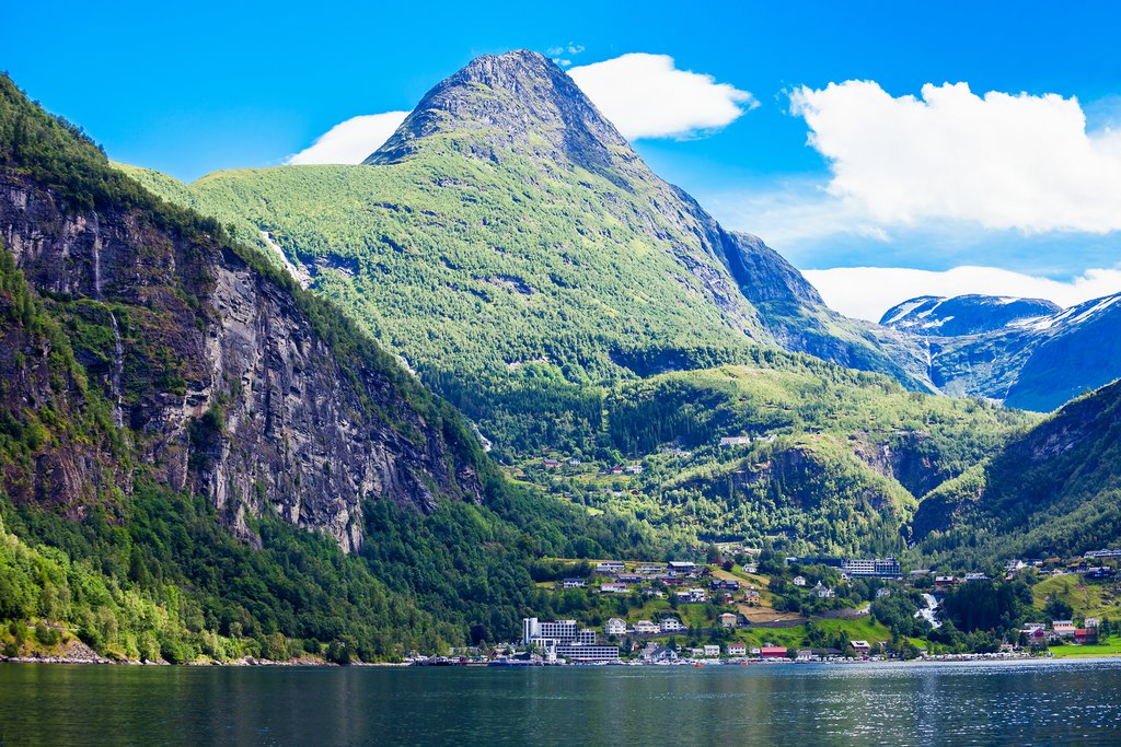 Kayak in the Geirangerfjord and have lunch in town.