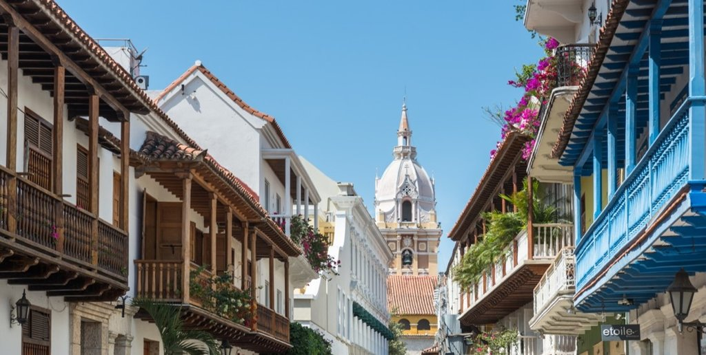 From the colonial architecture to the stunning mountain views, this itinerary showcases Columbia's more colorful side.