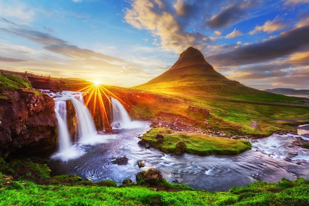 Discover Kirkjufellsfoss and Mt. Kirkjufell in Grundarfjörður on the Snӕfellsnes peninsula