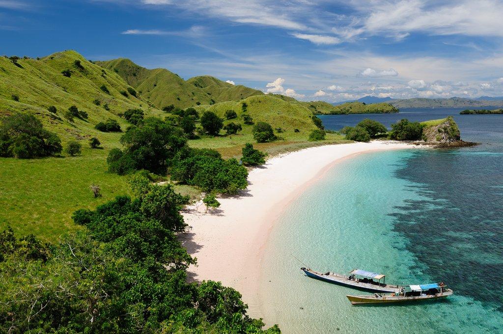 Discover the pristine beaches of the Komodo archipelago