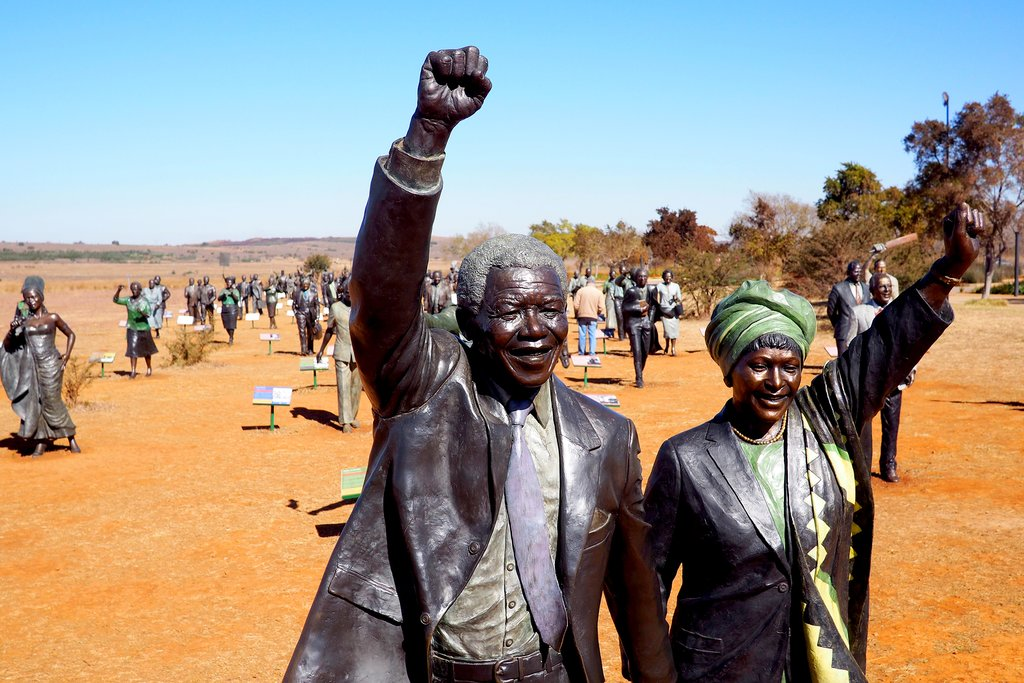 Statue of Nelson and Winnie Mandela