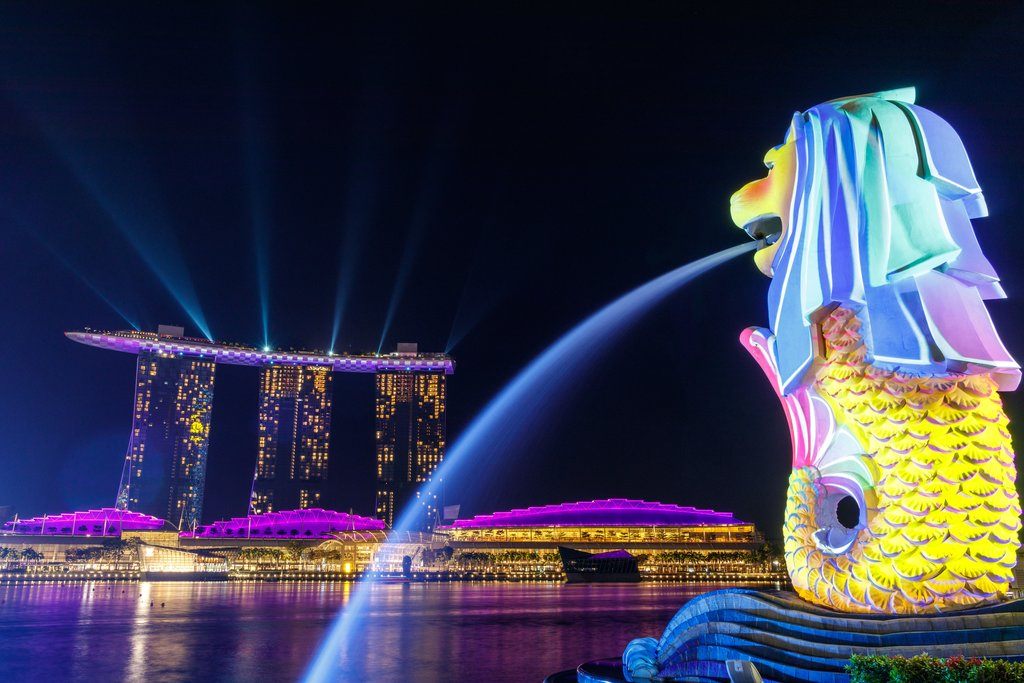 Singapore Lion fountain is a favorite spot for locals and tourists