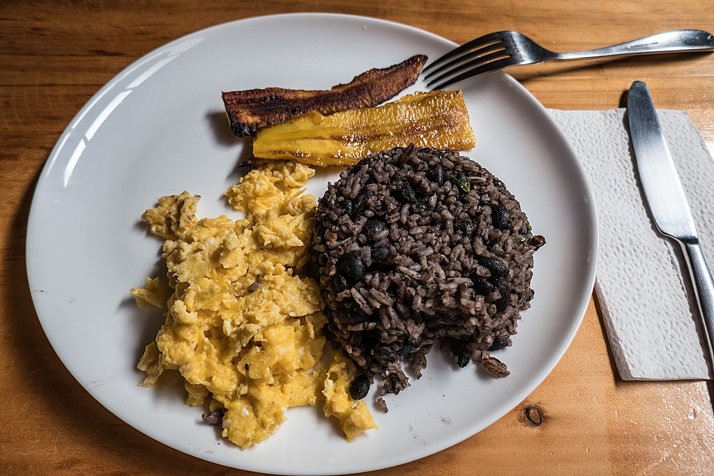A traditional Costa Rican breakfast with rice, beans, eggs, and plantains