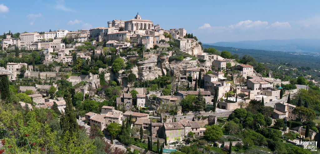 The hilltop-perched village of Gordes in Provence