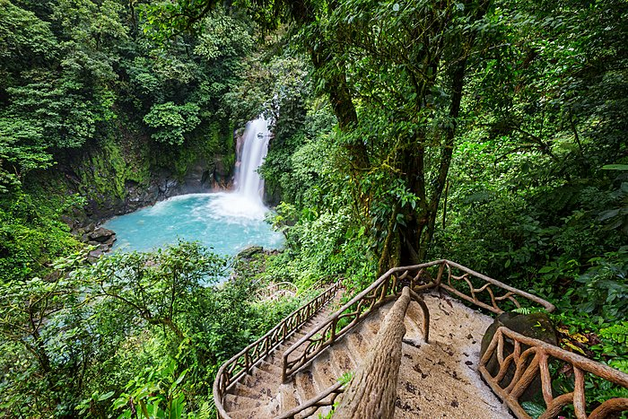 Trail to the Rio Celeste waterfall