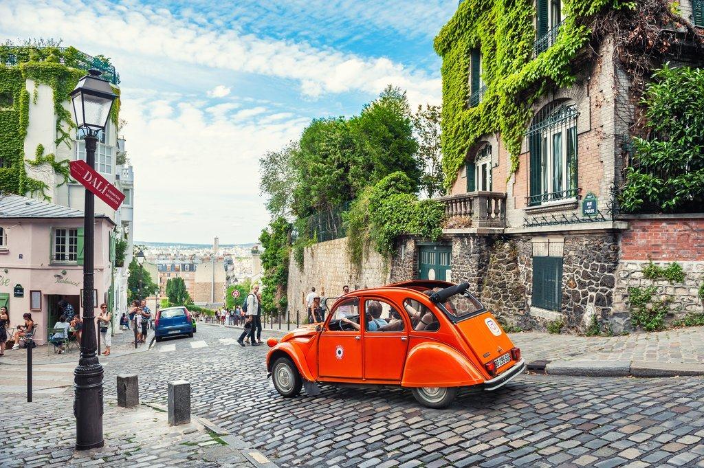 Vintage car tour of Paris