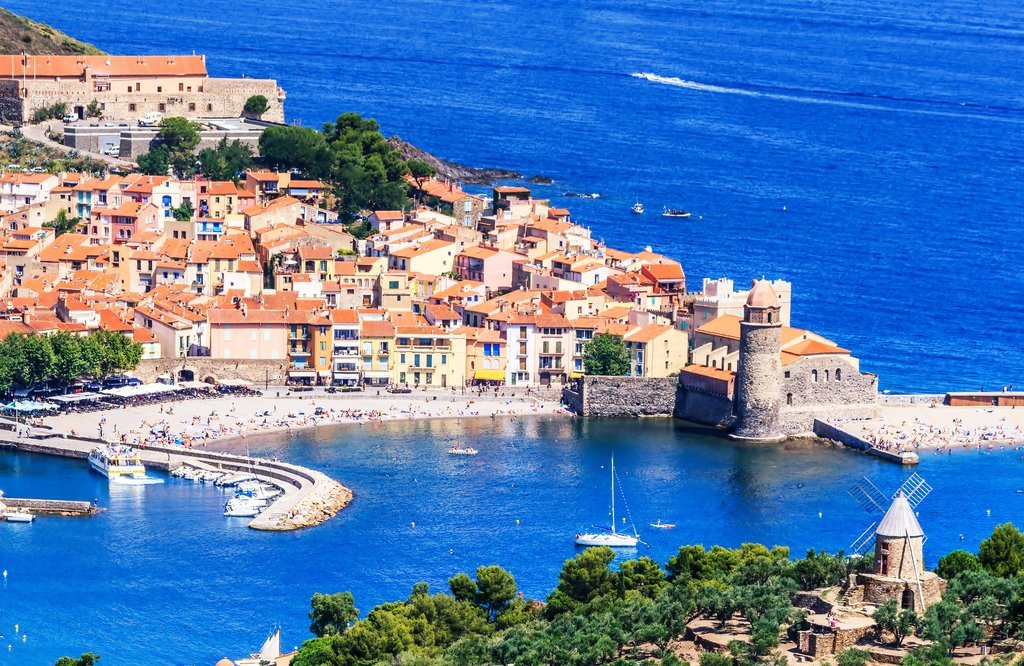 Bay of Collioure with fortified church of Notre-Dame des Anges
