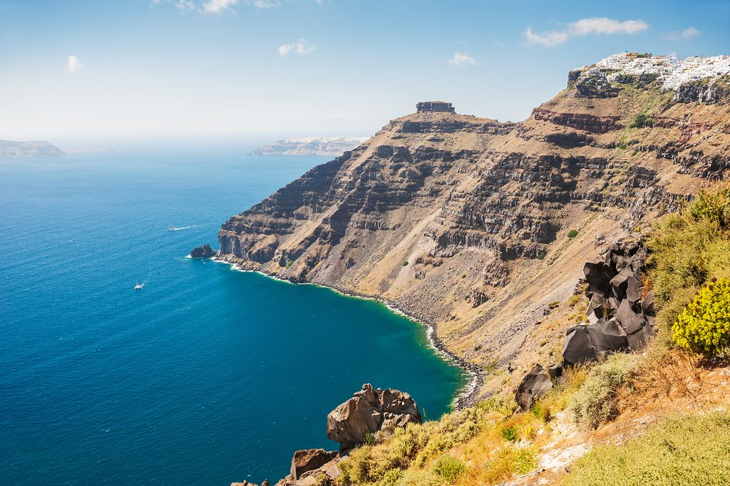 A coastal hike with views of the Aegean Sea
