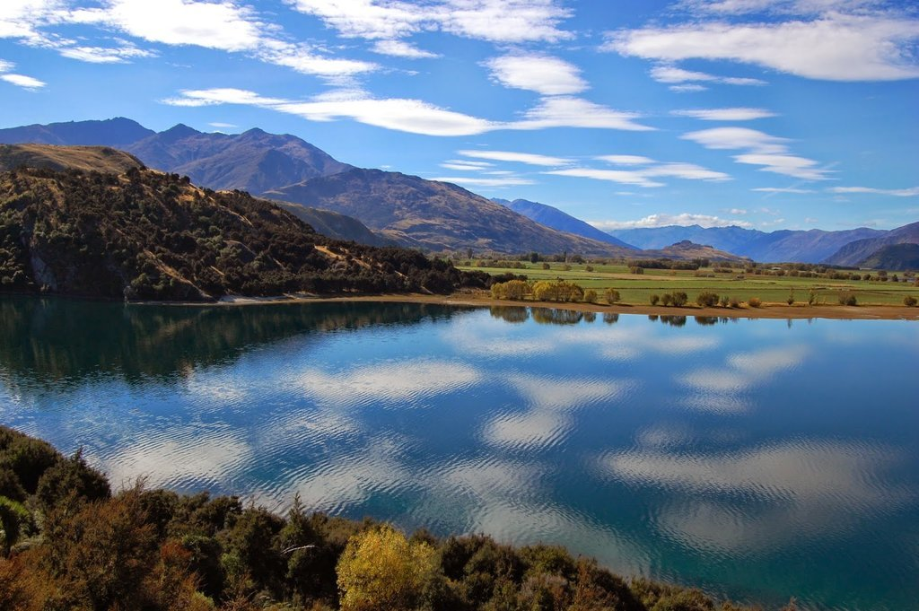 A beautiful view over a New Zealand Lake