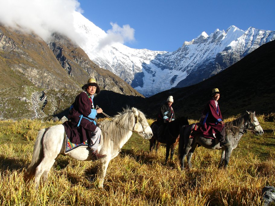 Locals, Horse and Langtang Lirung