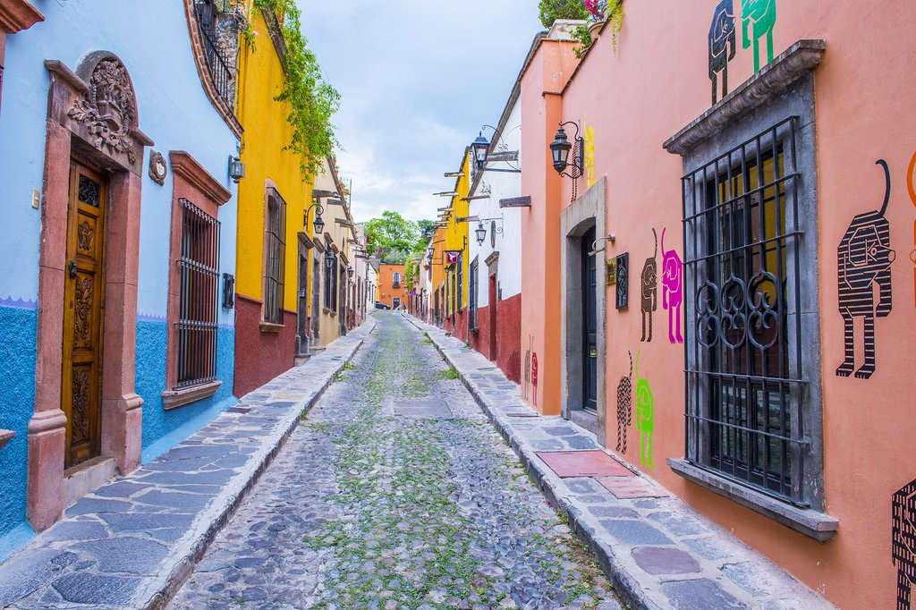 A colorful street in San Miguel de Allende
