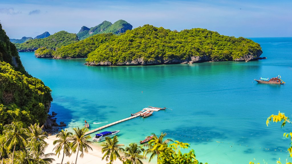 Koh Samui's turquoise water and lush vegetation