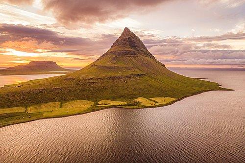 Kirkjufell's mountain landscape on the west coast