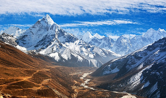 Catch panoramic views of Ama Dablam by helicopter