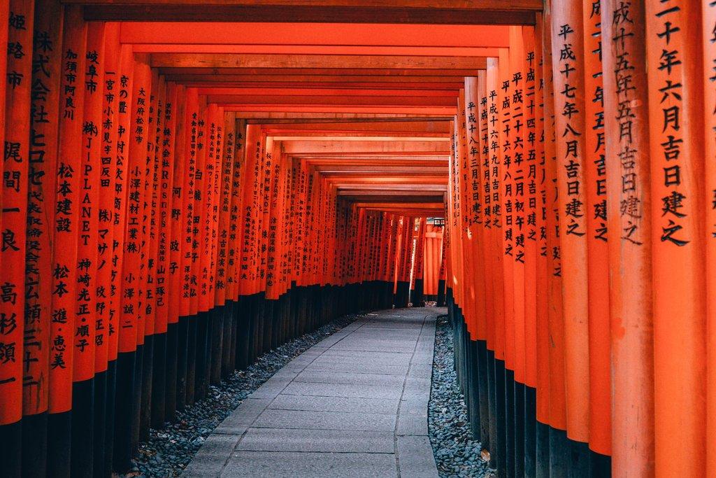 The 10 000 red torii of Fushimi Inari