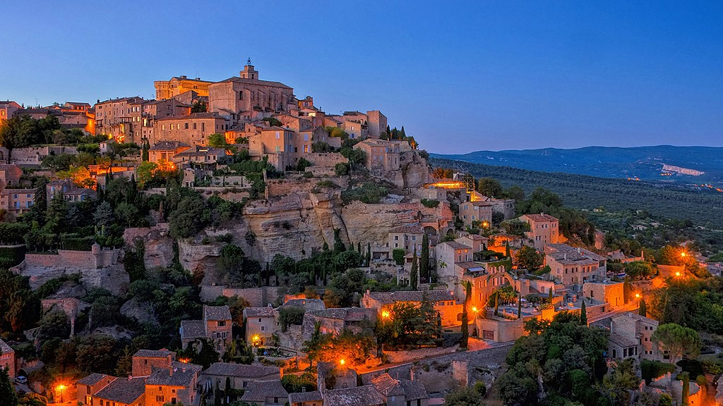 Hilltop perched village of Gordes