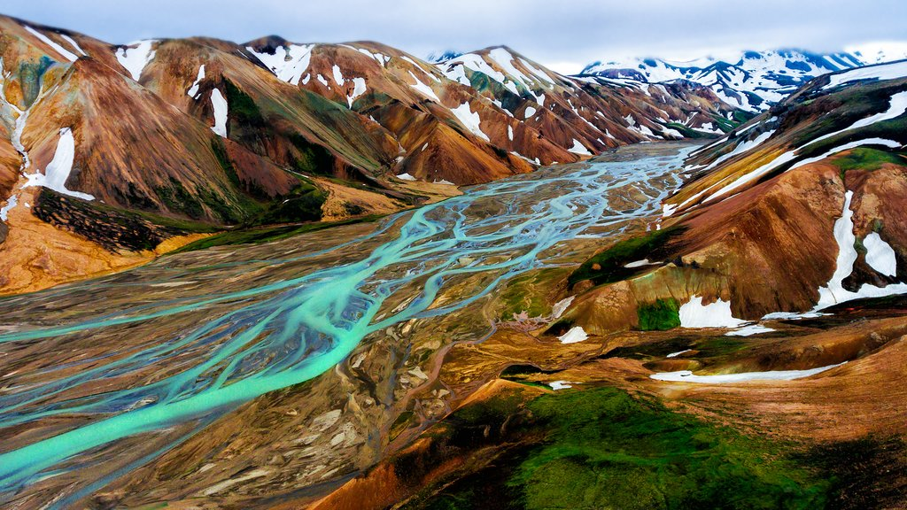 Capture postcard-perfect pictures wherever you go in Landmannalaugar