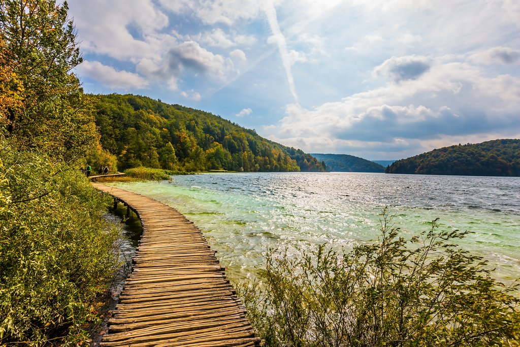 Walk and hike along the lake trails around Plitvice National Park