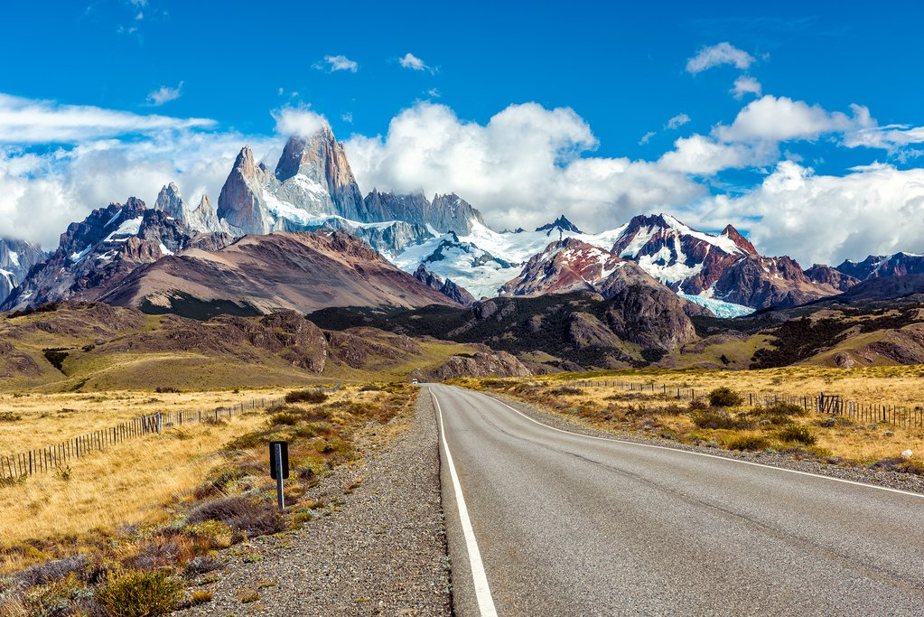 Entering the town of El Chaltén and the Fitz Roy Massif