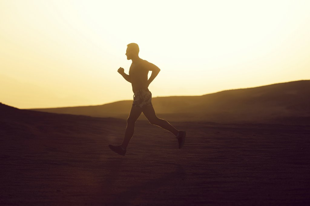A runner crossing the Sahara during the Sand Marathon