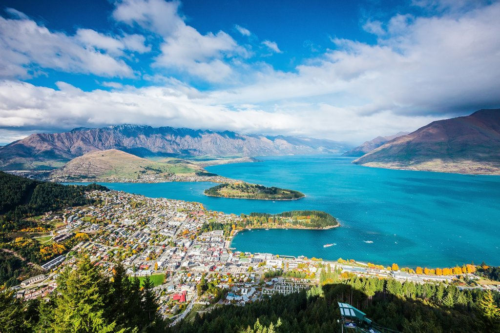 Queenstown is located on the shores of Lake Wakatipu